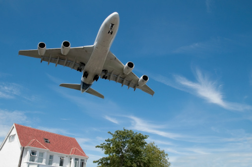 Rumori di aerei sopra la testa